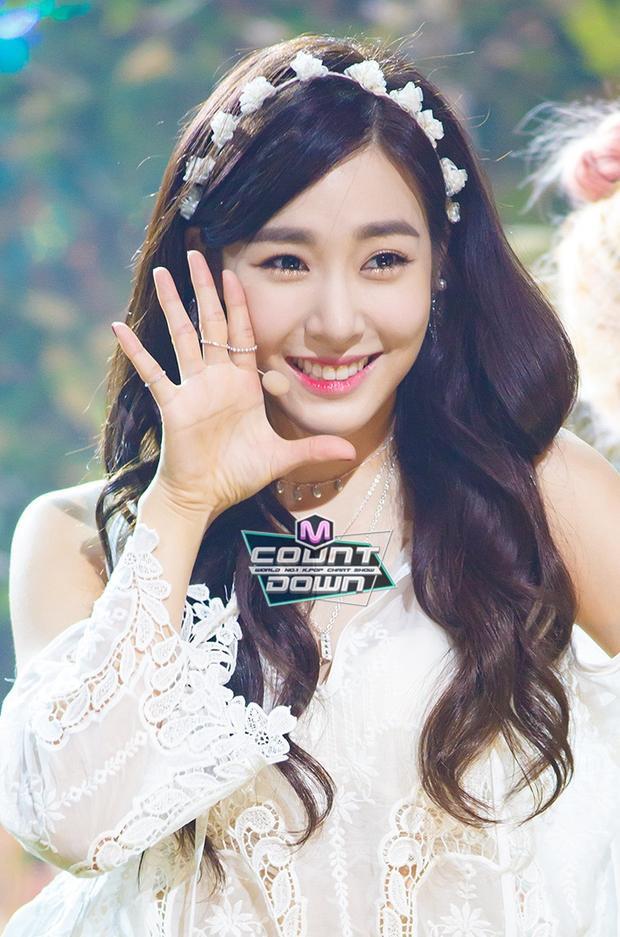 Tiffany với mái tóc đen bồng bềnh khi có bàn tay của chuyên gia.