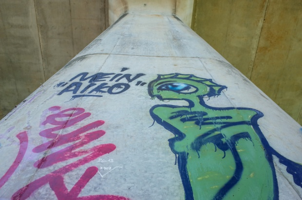 Một tác phẩm graffiti với hình thù kỳ quái.