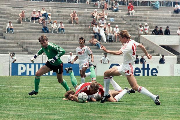 Tại World Cup 1986, Liên Xô từng trình diễn lối đá tương tự trong màn hủy diệt Hungary 6-0.