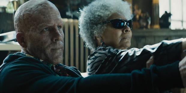 Phía sau Wade luôn có một hậu phương vững chắc là dì Al mù.