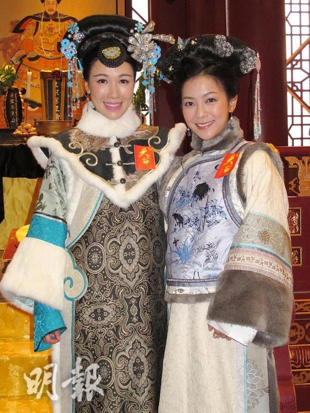 Hà Nhạn Thi thủ vai Cố Luân Hòa Hiếu công chúa - vợ Phong Thân Ân Đức (Hà Quảng Bái), con dâu Hòa Thân (Trần Triển Bằng) và là con gái Càn Long (Trương Quốc Cường)