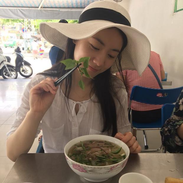 Đăng ảnh đến Đà Nẵng ăn phở, chị gái Hwayoung hoảng sợ khoá bình luận vì bị fan Việt 'khủng bố'