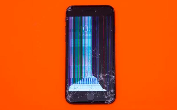 iPhone 8 vượt qua tất cả các thử nghiệm cho đến thử nghiệm thả rơi 1,8 mét úp mặt xuống bê tông. Như vậy, chiếc smartphone của Apple chưa được thử sức với màn thả rơi vào toilet. (Điểm: 4,9/10)