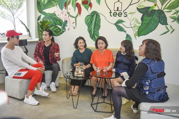 Hai bà mẹ trong gia đình Việt Hàn được dịp hội ngộ trong tập 1.