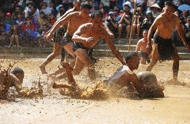 Lễ hội vật cầu là nét đặc trưng của văn hóa lúa nước ở làng Vân (Vân Hà, Việt Yên, Bắc Giang).