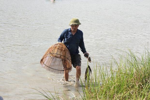 Lễ hội đánh bắt cá bắt đầu thực hiện lúc 7 giờ và kết thúc vào lúc 10 giờ sáng.