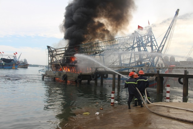 Vụ cháy khiến ngư dân trắng tay vì thiệt hại khoảng 10 tỷ đồng. Ảnh: CTV