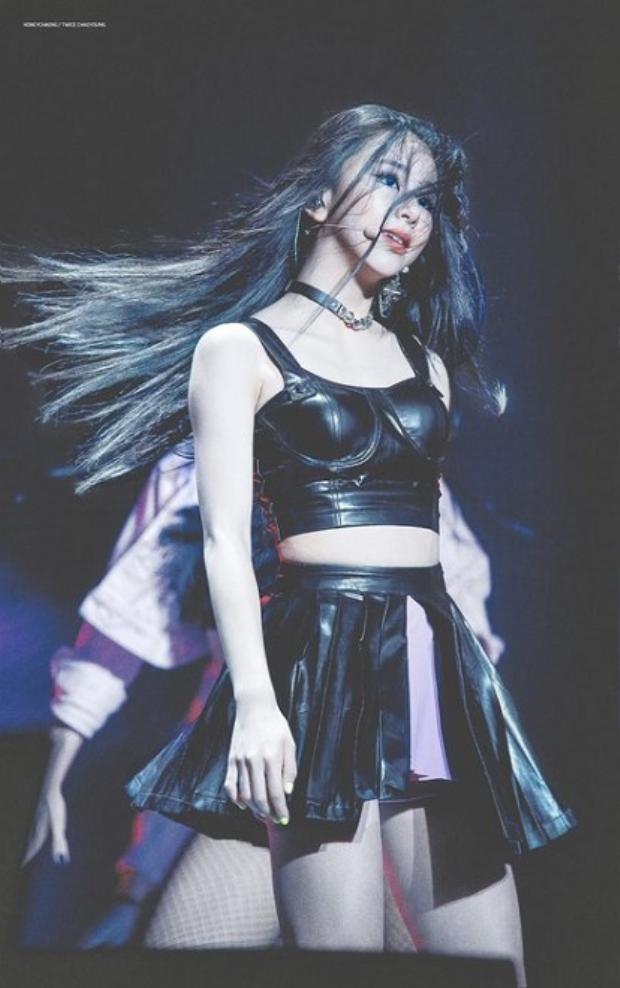 Kiểu trang điểm mới khiến Twice Chaeyoung đã xinh lại càng nổi bật