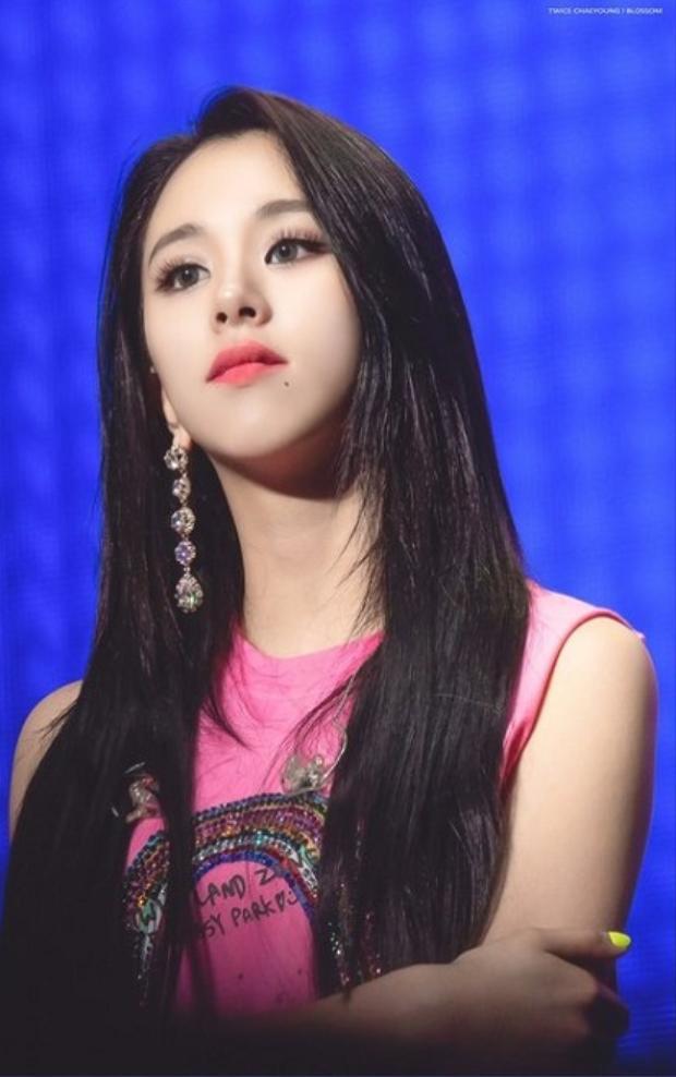 Trong những concert gần đây, Twice Chaeyoung thay đổi sang phong cách cá tính