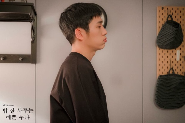 Jung Hae In lên tiếng về scandal tranh vị trí trung tâm tại Baeksang 2018: 'Tôi thực sự muốn trốn chạy'