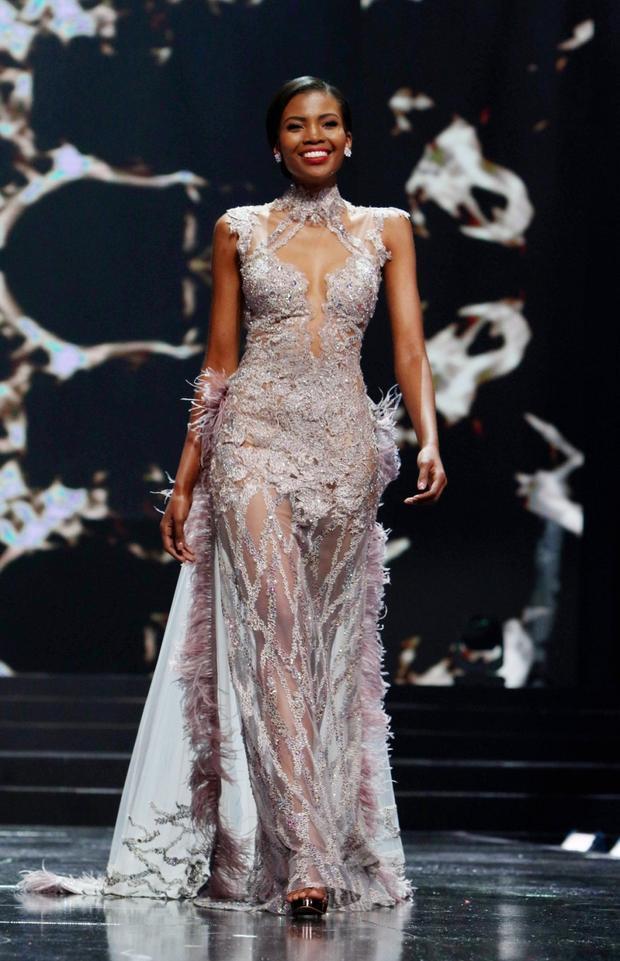 Người còn lại trong top 2 là Thulisa Keyi, 26 tuổi được trao danh hiệuMiss World South Africa - Hoa hậu thế giới Nam Phi 2018.