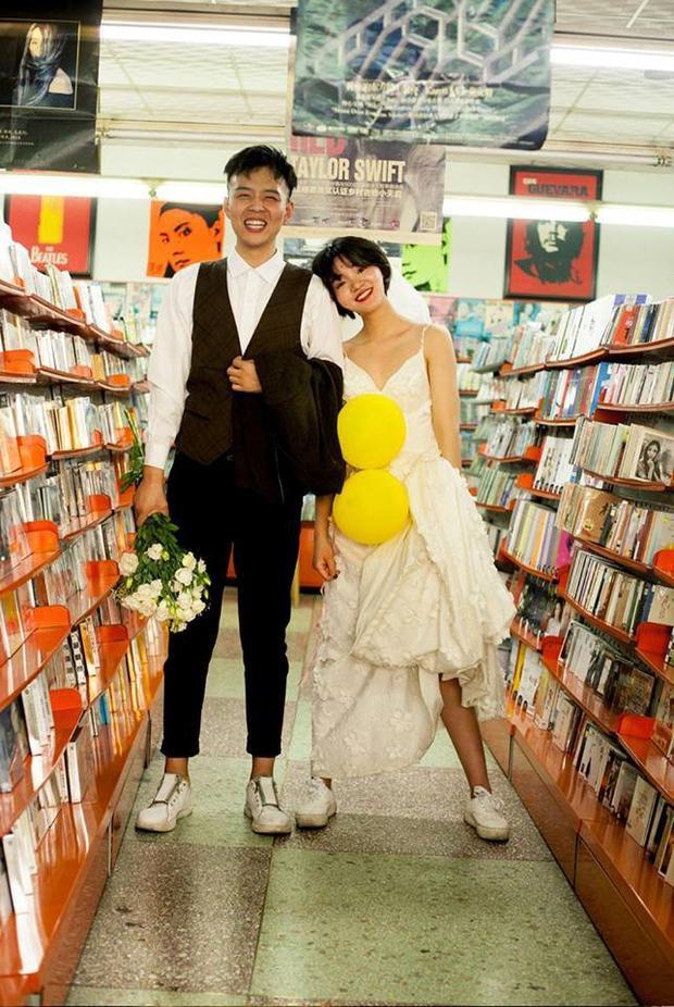 Hình ảnh trong bộ ảnh cưới chụp máy phim đang được người dùng MXH dành nhiều lời khen.