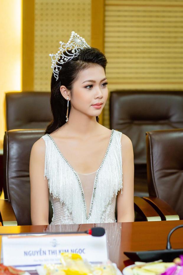 Người đẹp sở hữu chiều cao 1,70m và số đo ba vòng là 83-61-93 cm.