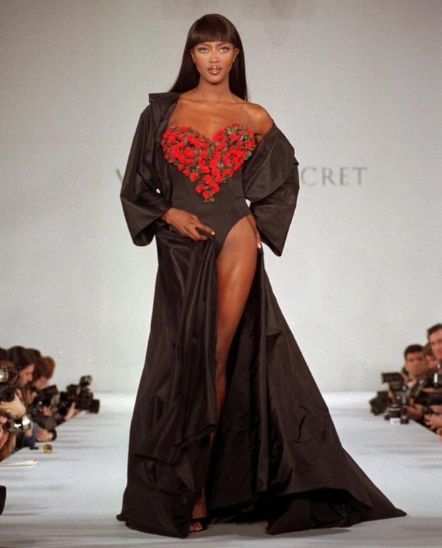 Mới đây, làng mẫu thế giới lại rộ lên tin đồn rằng siêu mẫu đình đám thế giới Naomi Campbell sẽ từ giã sàn catwalk.
