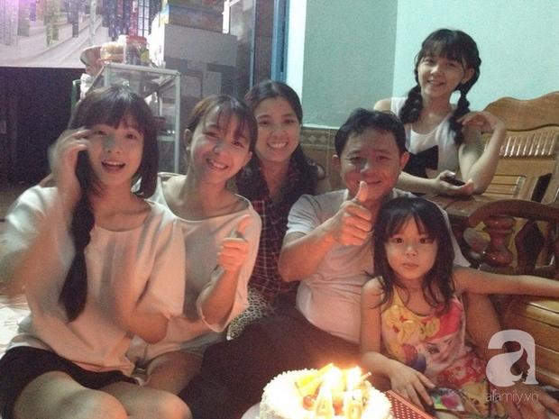 Bức ảnh duy nhất lúc mẹ Hiếu còn sống được chụp chung cả gia đình đón sinh nhật.