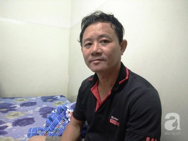 Vợ mất đi, một mình chú Bình phải xoay sở lo cho cả 4 người con, Hiếu lại bệnh tật phải nhập viện.