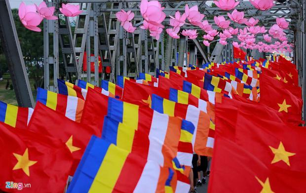 Lễ rước Phật là một trong những lễ hội lớn và hoành tráng nhất tại cố đô Huế hàng năm. Nghi thức này diễn ra chiều 28/5 nhân dịp Phật đản.