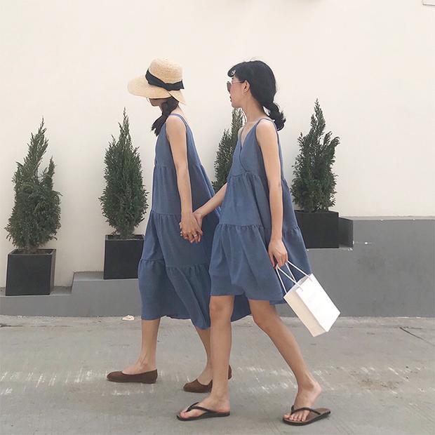 Dù là đồ đôi, nhưng sử dụng phụ kiện nhấn nhá khác nhau sẽ tạo ra điểm đặc biệt cho từng người mặc ngay.
