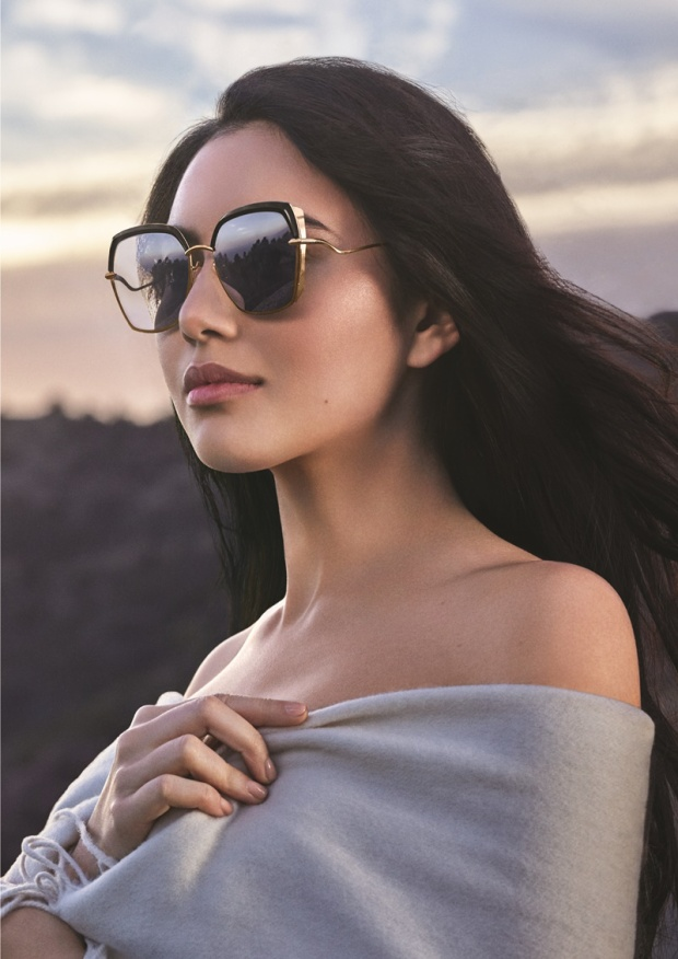 Cô nàng là gương mặt đại diện quen thuộc của thương hiệu kính mắt Bolon Eyewear tại thị trường châu Á. Mai Davika là đại diện châu Á đầu tiên trong các chiến dịch quảng cáo của Bolon Eyewear, cùng với những tên tuổi đình đám khác như nữ diễn viên Pháp Sophie Marceau, nữ diễn viên Mỹ Anne Hathaway hay cô nàng Hailey Baldwin.