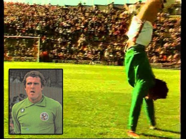 Trong quá khứ, John Burridge của Crystal Palace từng nhảy lộn nhào sau khi đội của ông ghi bàn như 1 cách để đẩy lùi những mối nguy hiểm nghề nghiệp.