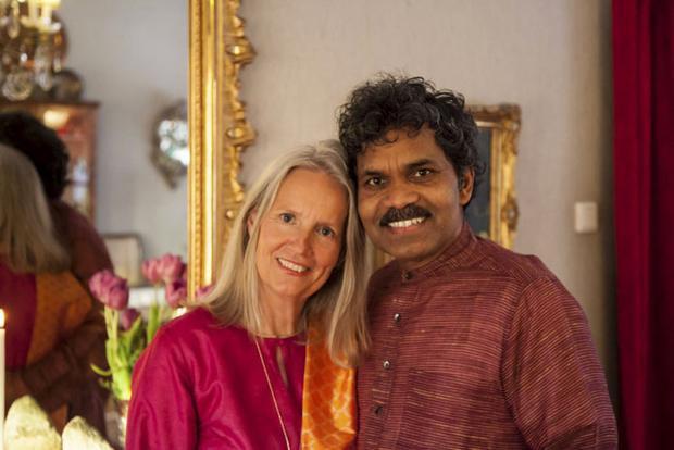 Hai người kết hôn và sống hạnh phúc bên nhau đến nay đã hơn 40 năm. Họ cùng nhau nuôi dạy 2 đứa con của mình với tình yêu mạnh mẽ hơn bao giờ hết.
