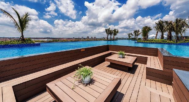 Ngoài ra, những phối cảnh vô cùng tuyệt vời sẽ thu hút bạn khi ghé thăm bể bơi này. Ảnh FBNV