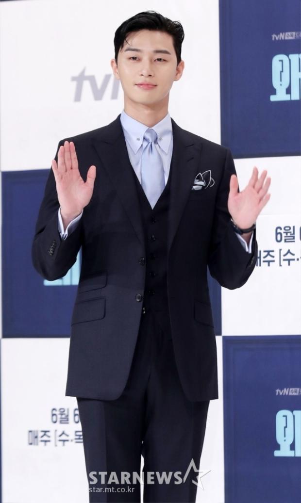 """""""Chim chó"""" của """"Hwarang"""" - Park Seo Joon."""