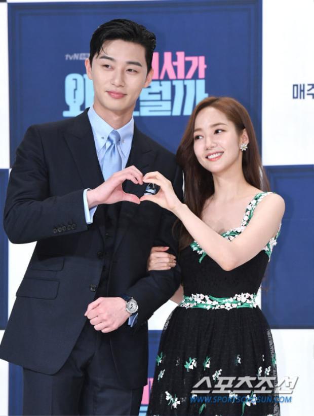 Park Min Young 'tình tứ' bên trai trẻ Park Seo Joon và Lee Tae Hwan tại họp báo 'Thư ký Kim