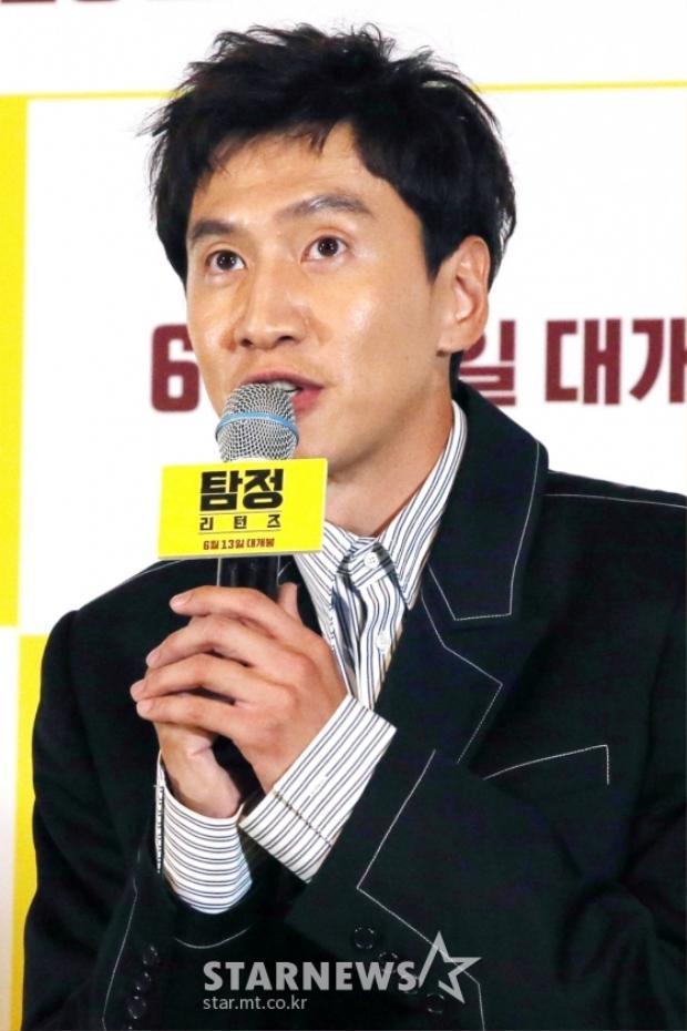 """Vừa qua, em út của gia đình """"Running Man"""" - Lee Kwang Soo bị hơn 1600 người ký kiến nghị đòi tử hình anh vì phát ngôn bừa bãi, nhạy cảm đối với nữ ca sĩ của nhóm nhạc AOA."""