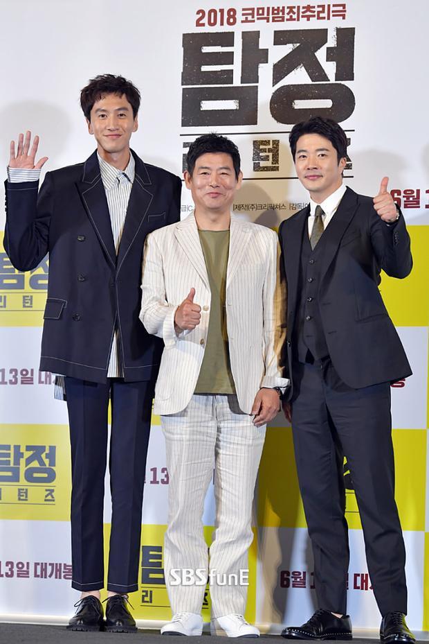 Lee Kwang Soo bất ngờ xuất hiện tại họp báo 'Thám tử gà mờ 2' sau khi bị 1600 người đòi tử hình