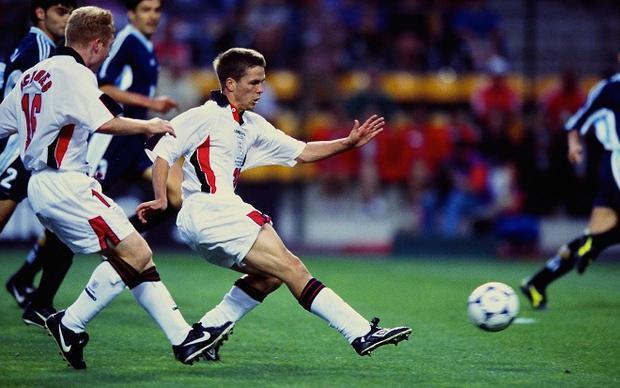 """Siêu phẩm để đời của Owen tại France 98 vào lưới Argentina từng """"đốn tim"""" giới mộ điệu"""
