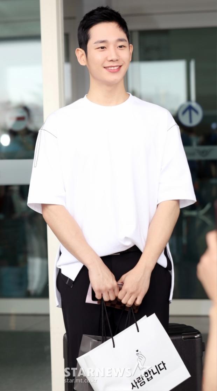 """Ngôi sao tài năng Jung Hae In đang được nhiều người chú ý, anh sở hữu lượng fan khá nhiều sau khi đóng phim """"Chị đẹp""""."""