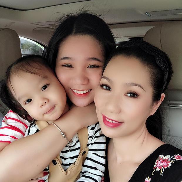 Trịnh Kim Chi rất hạnh phúc và tự hào về 2 cô con gái xinh xắn, ngoan ngoãn.