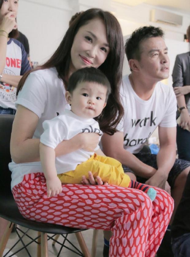 Phạm Văn Phương thường xuyên chia sẻ hình ảnh của gia đình lên mạng xã hội và nhận được nhiều sự ủng hộ từ cư dân mạng.