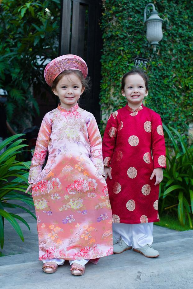 Là một người kỹ tính trong cách ăn mặc nên Hồng Nhung cũng định hình phong cách riêng cho con ngay từ nhỏ.