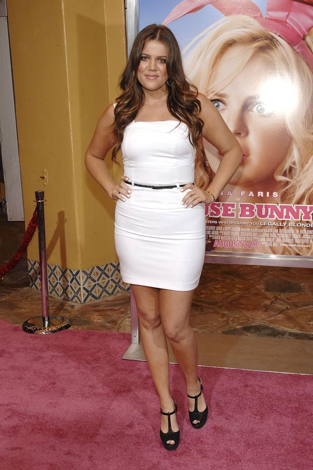 """Khi bước sang tuổi 22, Khloe Kardashian đã là nhân vật nổi bật trong bộ phim """"House Bunny"""". Cô sở hữu tạng người khá mũm mĩm và mái tóc dài xoăn màu hạt dẻ. So với thời điểm hiện tại, có lẽ Kim trông già hơn rất nhiều."""