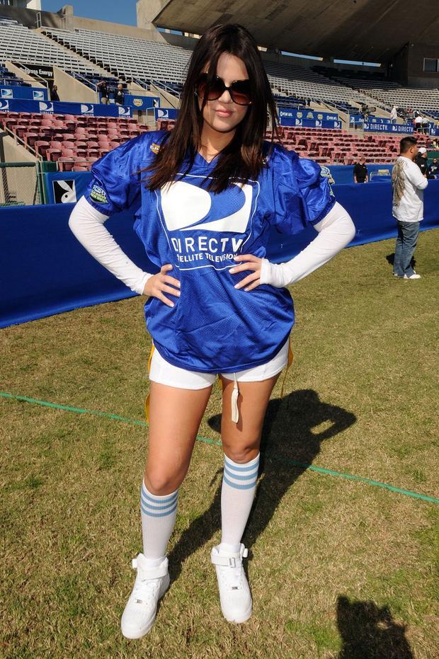 Hiếm hoi lắm mới bắt gặp Khloe Kardashian xuất hiện cá tính và năng động hơn trong trang phục thể thao.
