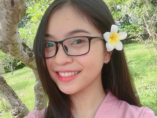 Nhật Lê hiện đang học trường Sư phạm nghệ thuật Trung ương. Cô sở hữu chiều cao 1,56 m, gương mặt bầu bĩnh và làn da trắng. Cô từng tham gia thi đấu giải bóng chuyền tỉnh Quảng Nam.