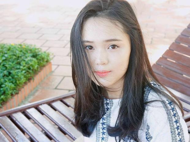 Quỳnh Anh còn có cửa hàng thời trang riêng. Nhờ loạt ảnh cùng dòng chú thích đáng yêu, Quỳnh Anh chiếm được tình cảm của rất đông người hâm mộ.