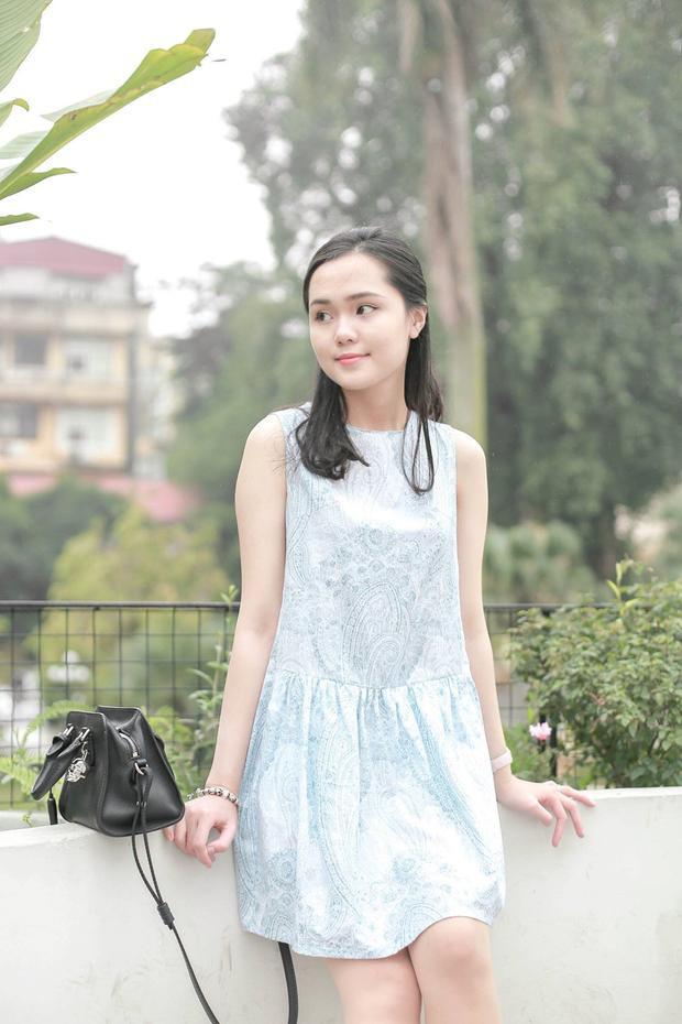 Nữ sinh 22 tuổi là em vợ tiền vệ Văn Quyết, con gái thứ hai của ông Nguyễn Giang Đông - Chủ tịch CLB Sài Gòn FC. Quỳnh Anh - Duy Mạnh yêu nhau được 1,5 năm.