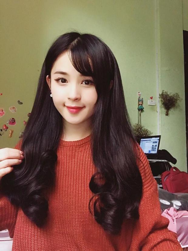 Cô gái dân tộc Tày từng theo học khoa Quản lý Văn hóa nghệ thuật, ĐH Văn hoá Hà Nội và giành giải Gương mặt khả ái khi tham gia cuộc thi hoa khôi ở trường vào năm 2016.