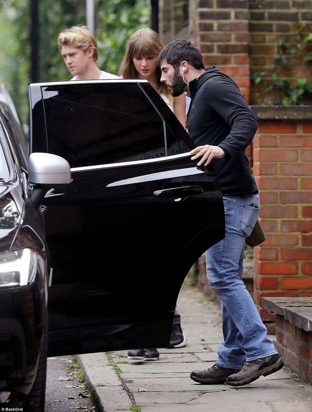 Căp đôi bị bắt gặp hẹn hò tại một nhà hàng ở London.