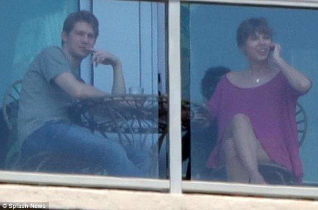 Taylor Swift kín tiếng trong chuyện hẹn hò với Joe Alwyn.