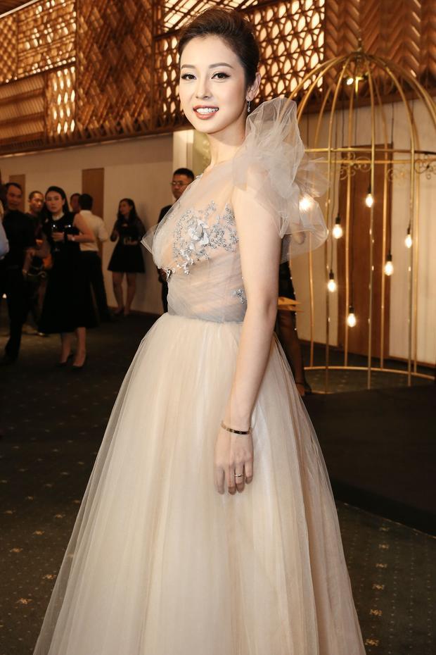 Jennifer Phạm rạng rỡ tại sự kiện.