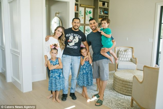 Gia đình cô béAdriana rất cảm kích trước nghĩa cử cao đẹp của Mike.