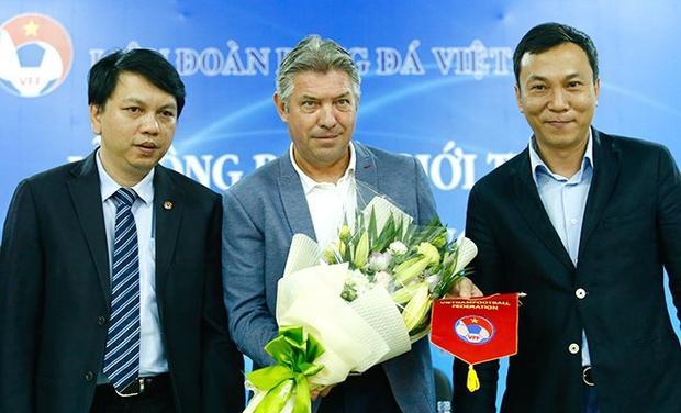 Ông Lê Hoài Anh (trái) và ông Trần Quốc Tuấn (phải). Ảnh: VFF