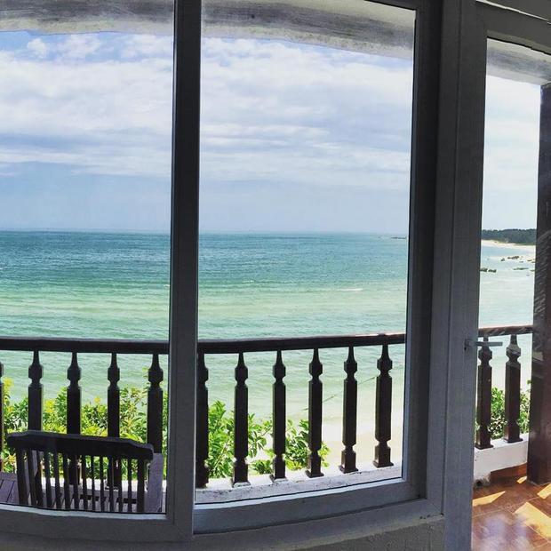 Phòng nghỉ với view bờ biển tuyệt vời. Ảnh: FBNV