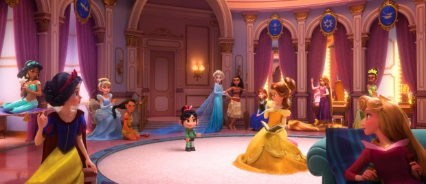 """Những nàng công chúa xuất hiện trong phân đoạn này là (từ trái qua phải):Jasmine (""""Aladin""""), Snow White (""""Bạch Tuyết và bảy chú lùn""""), Cinderella (""""Lọ Lem""""), Mulan (""""Hoa Mộc Lan""""), Elsa và Anna(""""Nữ hoàng băng giá""""), Moana(""""Cuộc hành trình củaMoana""""), Belle (""""Người đẹp và quái vật""""),Rapunzel (""""Công chúa tóc mây""""), Tiana (""""Nàng công chúa và hoàng tử ếch""""), Aurora (""""Công chúa ngủ trong rừng"""")."""