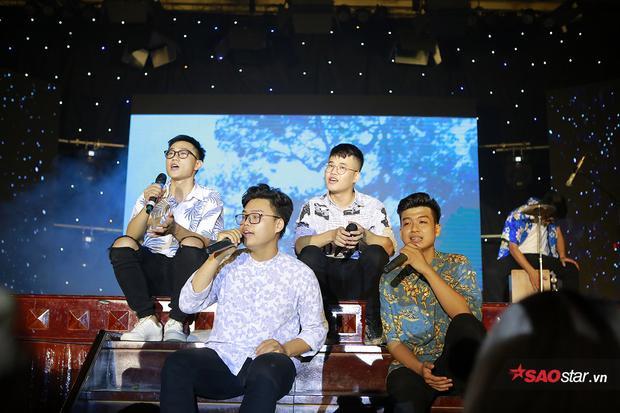 Những chàng trai mùa hè khoe giọng hát trên sân khấu Học viện