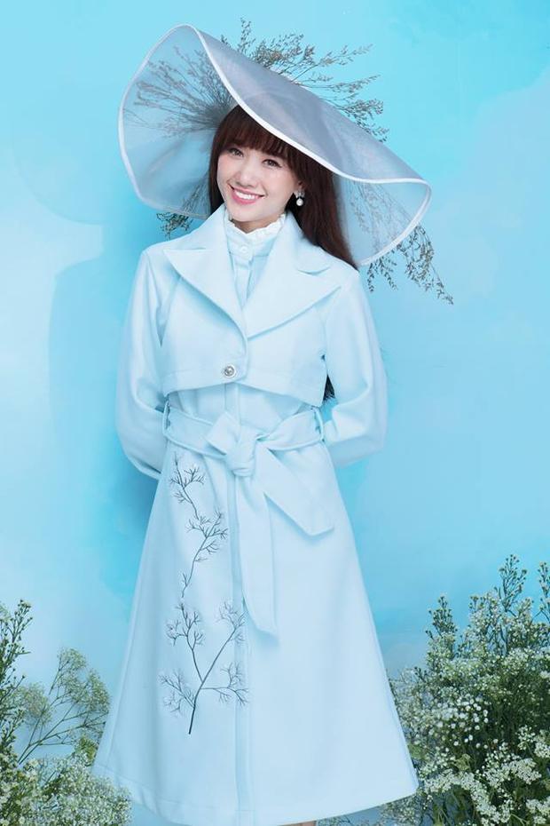 Mới đây, bà xã Trấn Thành lại khiến fan hâm mộ thích thú khi diện áo trench coat pastel, phối cùng nón rộng vành cài hoa làm điểm nhấn.